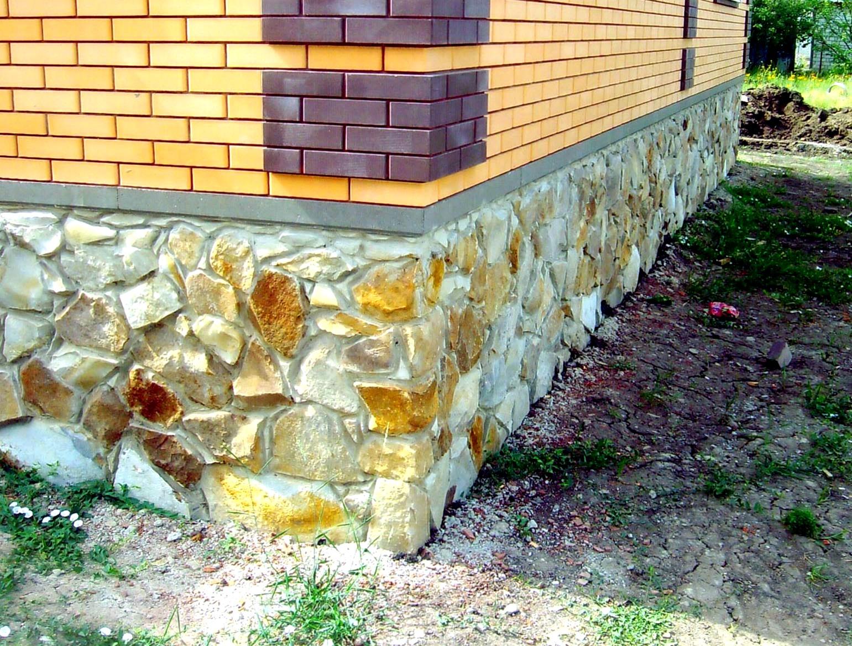 как построить цоколь из камня